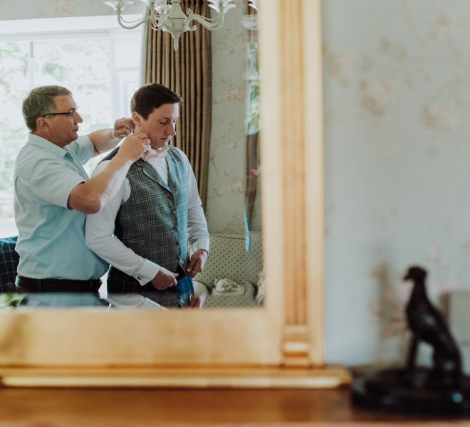 26Hochzeitsfotografie-Salzburg-Destination Wedding-England-groom getting ready