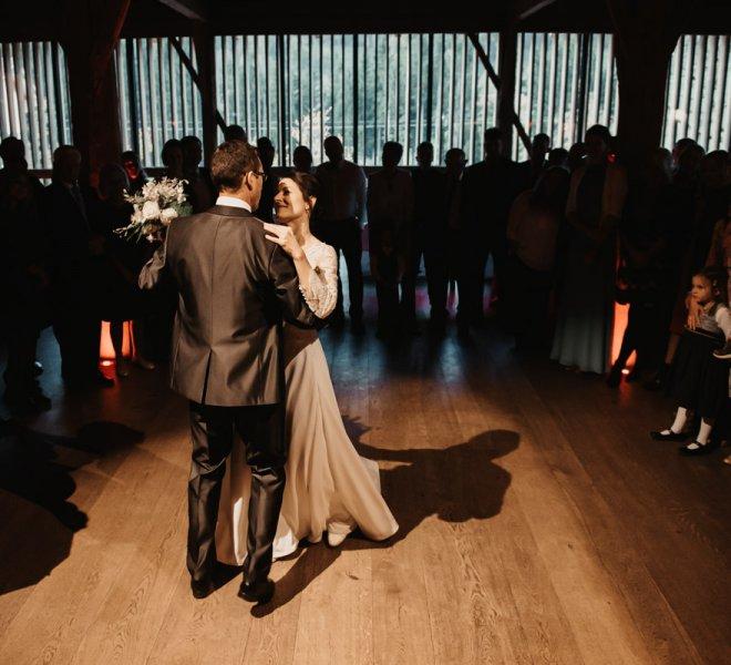 82-Hochzeitsfotografie-Samersberg-Moarhof-Erster Tanz