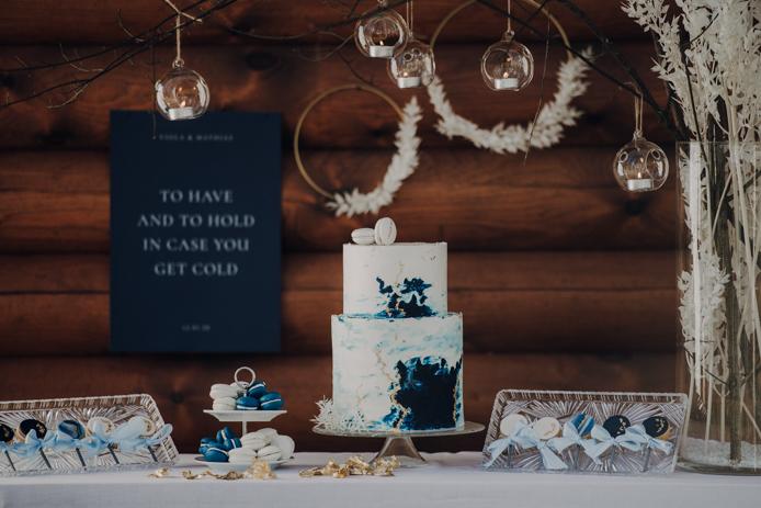 Heiraten im Winter. Seehochzeit im Salzkammergut. Blautöne, Rauchbomben, Hochzeitsfotografie, Elopement, Durchbrennen, freie Trauung